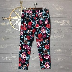 Adorable Chico's floral jeggings